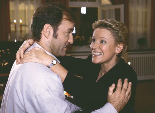 Bild 1 von 8: Nikola (Mariele Millowitsch) versucht Hannes (Mark Kuhn) zum Sex zu bewegen.