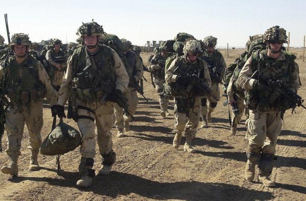 Bild 1 von 3: US-Soldaten sollen nach den Anschlägen des 11. September 2001 Afghanistan von den radikalislamischen Taliban befreien, unter Unterstützung von NATO-Truppen.