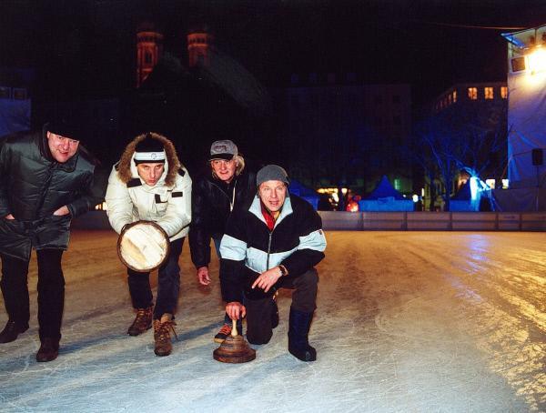 Bild 1 von 16: Die beiden Kriminalhauptkommissare mit ihren beiden Freunden beim Eisstockschiessen (von links: Michael Wuest, Udo Wachtveitl, Wolfgang Noeth und Miroslav Nemec).