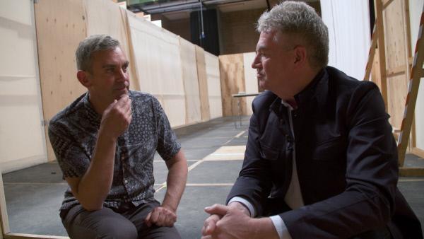 Bild 1 von 11: Kaminer im Gespräch mit dem Intendanten Wolfgang Rothe