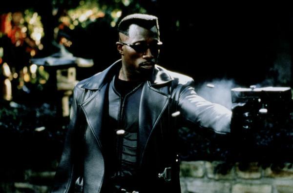 Bild 1 von 15: Blade (Wesley Snipes) ist gewappnet für den Kampf gegen die zahllosen Blutsauger ...
