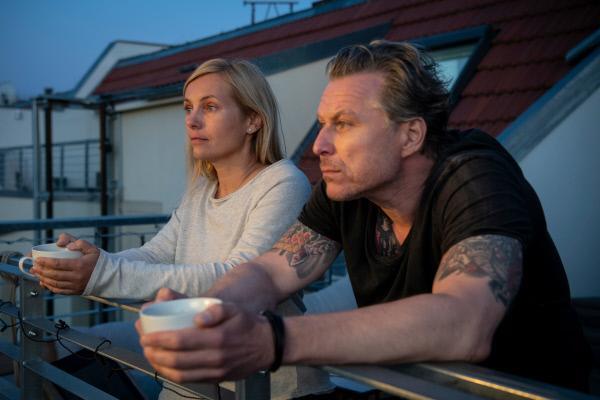 Bild 1 von 15: Judith Schrader (Nadja Uhl) und Jochen Montag (Dirk Borchardt) kommen mit ihrem Fall nicht weiter.