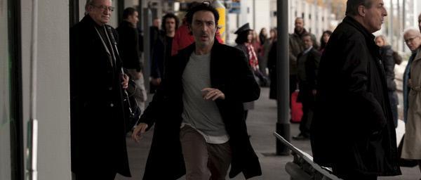 Bild 1 von 10: Da Stéphane (Yvan Attal) selbst zum Verdächtigen geworden ist, flieht er vor der Polizei.