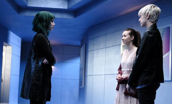 Bild 1 von 13: (v.l.n.r.) Lorna (Emma Dumont); Rebecca (Anjelica Bette Fellini); Andy (Percy Hynes White)