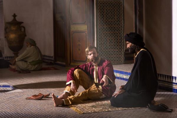Bild 1 von 7: In Gefangenschaft: Hark Olufs aus Amrum lernt Arabisch und den Koran.
