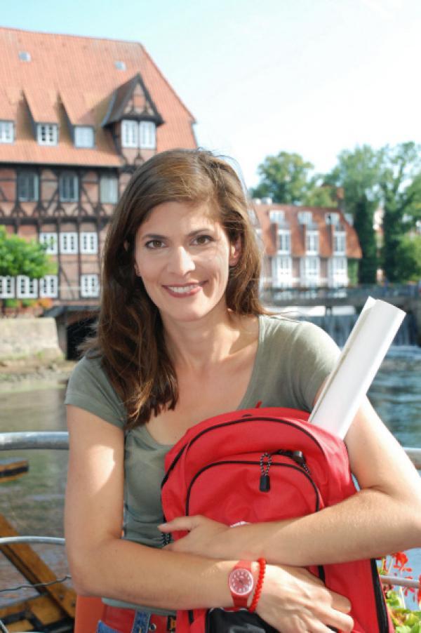 Bild 1 von 2: Moderatorin Katty Salié ist unterwegs in der Lüneburger Heide.