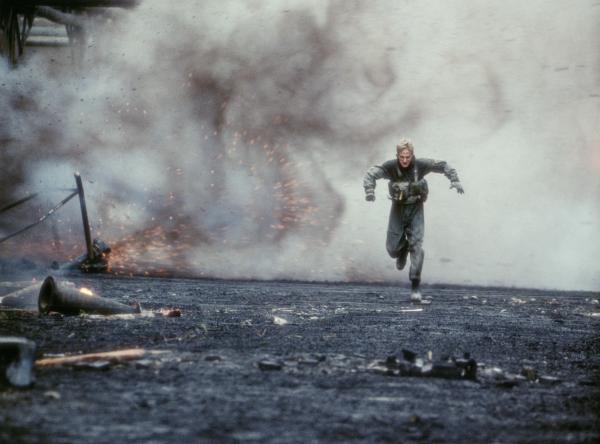 Bild 1 von 9: Auf der Flucht vor der serbischen Miliz: Lieutenant Chris Burnett (Owen Wilson) ...