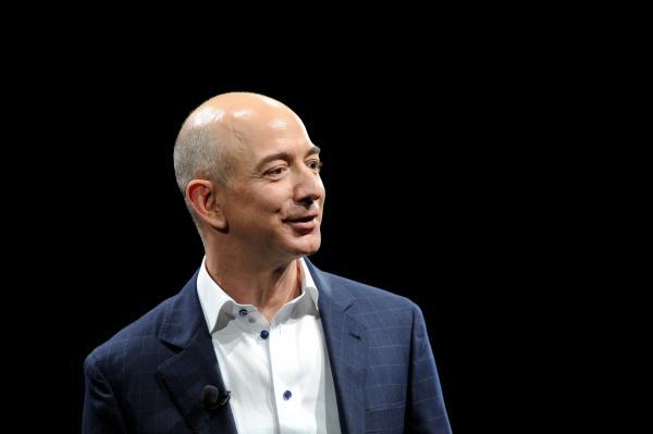 Bild 1 von 1: Vom kleinen Online-Buchhändler zum virtuellen Kaufhaus-Giganten: Amazon-Gründer Jeff Bezos.