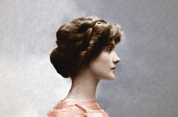 Bild 1 von 3: Berühmteste Näherin der Welt, Verkörperung des Pariser Chics -- so lauten die bekannten Klischees. Gabrielle \