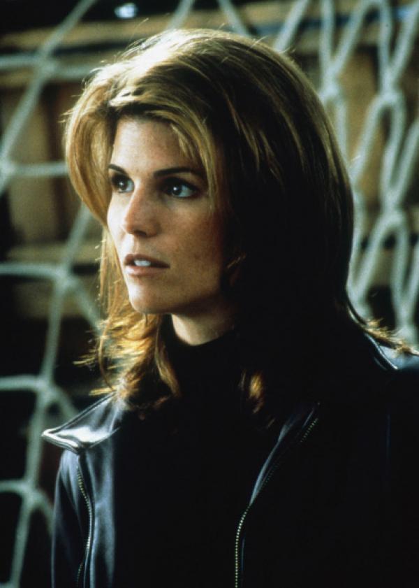 Bild 1 von 5: Dr. Linda McCoy (Lori Loughlin,r.) ist auch an Bord der Maschine.