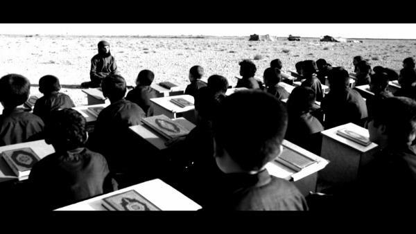 Bild 1 von 4: Kinder in einer Koranschule des so genannten Kalifats. Viele der Jungen stammen ursprünglich aus jesidischen Familien. Sie wurden entführt, um dem IS als Kanonenfutter zu dienen.
