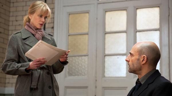 Bild 1 von 8: Heimlich beginnt Christine (Nicole Kidman) eine Behandlung mit dem Psychologen Dr. Nasch (Mark Strong).
