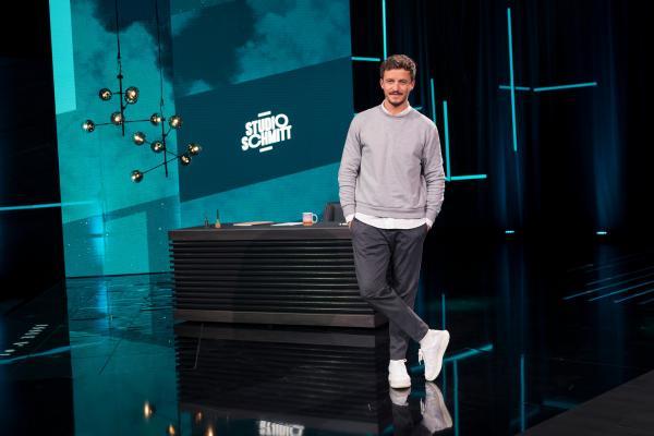 Bild 1 von 7: Tommi Schmitt ist Gastgeber der neuen ZDFneo-Show \