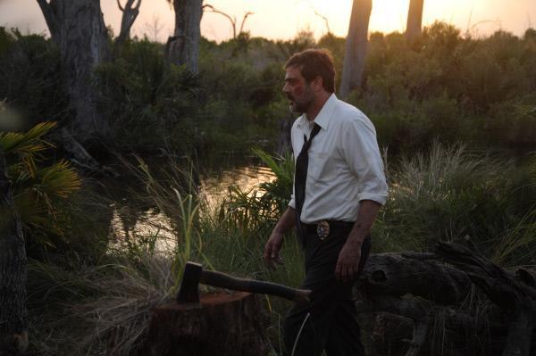 Bild 1 von 15: Brian (Jeffrey Dean Morgan) macht in den abgelegenen Sümpfen eine schreckliche Entdeckung.