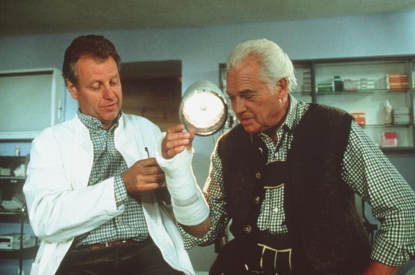 Bild 1 von 6: Dr. Thomas Burgner (Gerhart Lippert, l.); Dr. Pankraz Obermayr (Walther Reyer, r.)