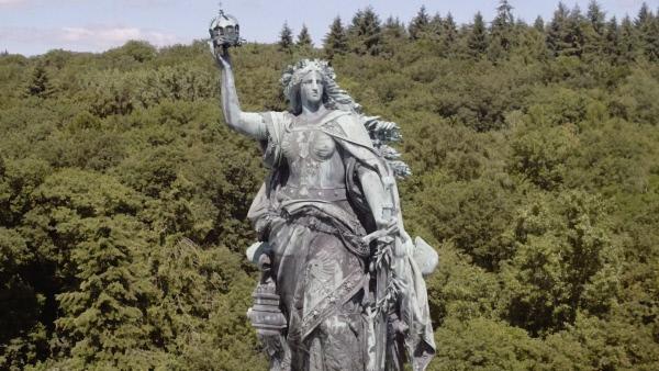 Bild 1 von 5: Das Germania-Denkmal bei Niederwald steht symbolisch für das patriotische Lied \