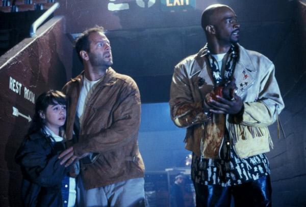 Bild 1 von 10: Joe Hallenbeck (Bruce Willis, M.), seine Tochter Darian (Danielle Harris, l.) und Jimmy Dix (Damon Wayans, r.) nehmen gemeinsam den Kampf gegen die brutalen Verbrecher auf ...