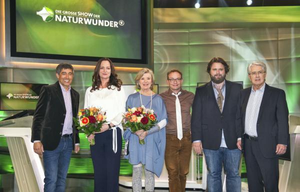 Bild 1 von 3: Ranga Yogeshwar, Natalia Wörner, Jutta Speidel, Wigald Boning, Antoine Monot Jr. und Frank Elstner.