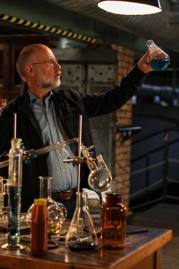 Bild 1 von 2: Harald Lesch am Drehset: So manche in Vergessenheit geratene Erfindung könnte uns heute nützlich sein.