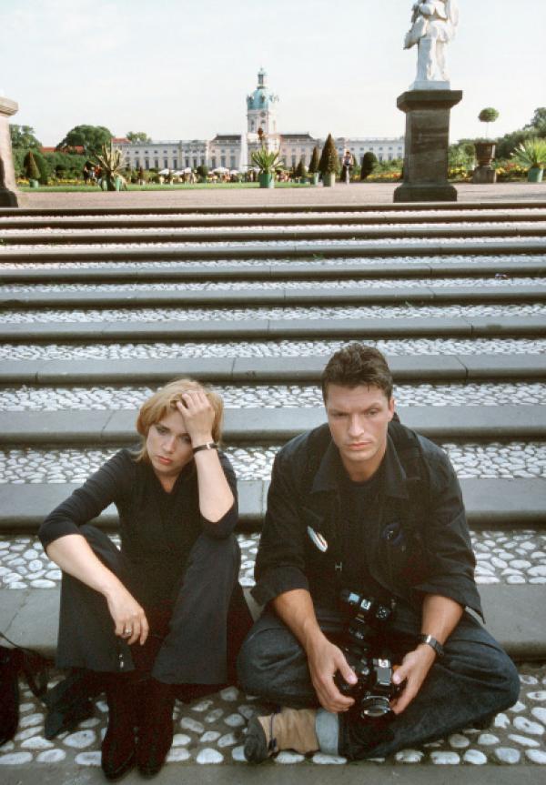 Bild 1 von 5: Die Starreporterin Flora Krippendorf (Tina Ruland) hat eine Affäre mit dem Fotografen Jonas (Hardy Krüger jr.).