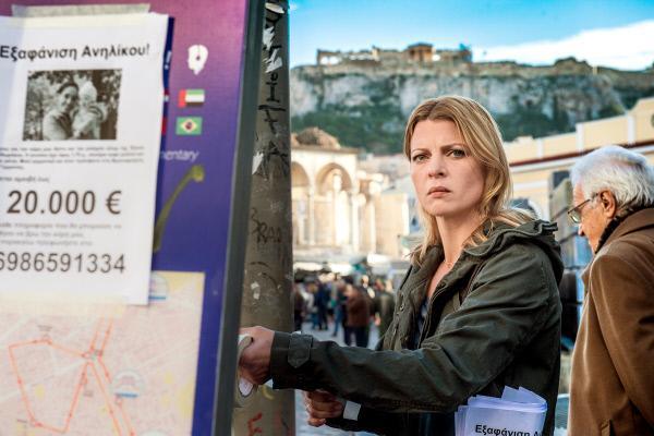 Bild 1 von 4: Tessa (Jördis Triebel) sucht in Athen nach Elena.