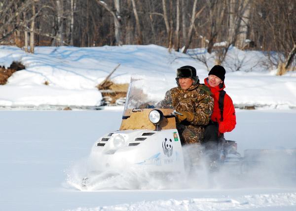 Bild 1 von 1: Schneemobile sind im Winter neben Helikoptern die einzigen Fortbewegungsmittel in Sibirien.