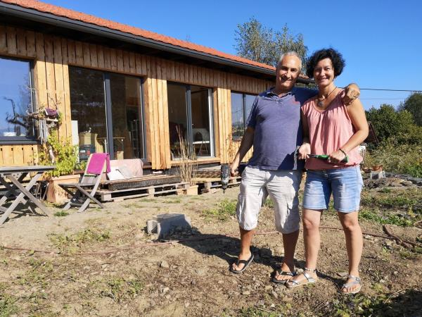 Bild 1 von 3: Ein Ökohaus für unter 100 000 Euro. Ulrich und Edith Dolde haben das geschafft.