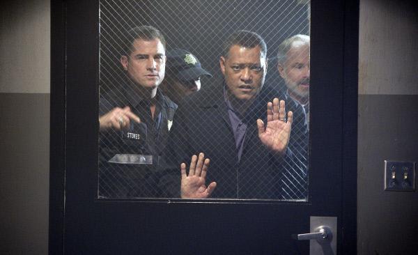 Bild 1 von 7: Durch die Ermittlungen im Mordfall Deveraux auf den Plan gerufen, versuchen Nick (George Eads, li.) und Ray (Laurence Fishburne, re.) einen Raub im ganz großen Stil verhindern, doch das Team kommt zu spät...