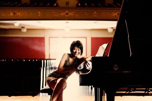 Bild 1 von 7: Die chinesische Pianistin ist ein weiterer Star des Galakonzerts.