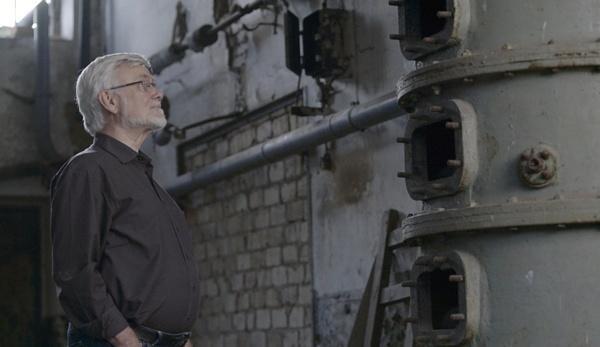 Bild 1 von 7: Der Mikrobiologe Dr. Ulf Stahl untersucht eine historische Schnapsbrennerei.