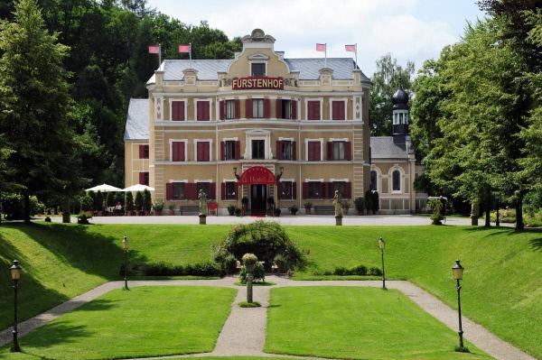 Bild 1 von 1: Fürstenhof im Sommer.