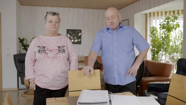 Bild 1 von 4: Birgit Rostek und Uwe Kurzrock gehören zu den rund 11 000 Geschädigten von Jonas K. und Stephan S.