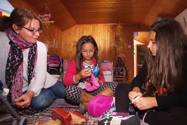 Bild 1 von 1: Karin Trachsel hat nach 5jährigem Kampf ihre Töchter Sarah und Nuran wieder