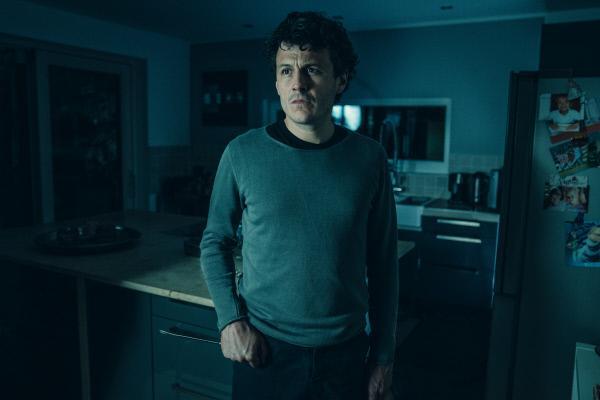 Bild 1 von 14: Mark (Manuel Rubey) fühlt sich im Haus nicht mehr sicher.