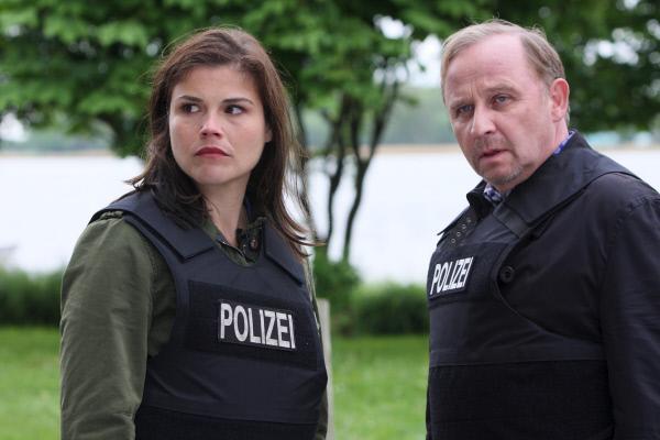 Bild 1 von 6: Nina (Katharina Wackernagel) und Karl (Alexander Held).