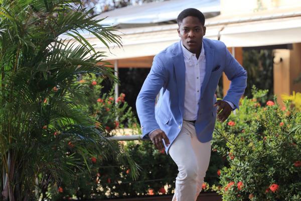 Bild 1 von 6: Ellery (Tomiwa Edun) ist auf der Flucht. Ist er der Täter?