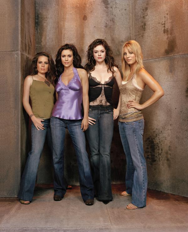 Bild 1 von 2: (8. Staffel) - Kämpfen gemeinsam gegen das Böse: Phoebe (Ayssa Milano, 2.v.l.), Piper (Holly Marie Combs, l.), Paige (Rose McGowan, 2.v.r.) und Billie (Kaley Cuoco, r.) ...