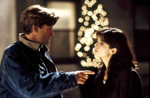 Bild 1 von 10: Nur Peters Bruder Jack (Bill Pullman, l.) ist skeptisch gegenüber der unbekannten Verlobten. Er kann nicht glauben, dass sein egoistischer und egozentrischer Bruder sich in ein solch bezauberndes Mädchen wie Lucy (Sandra Bullock, r.) verliebt haben könnte ...