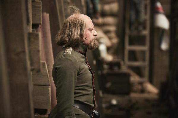 Bild 1 von 4: Ernst-Wilhelm Dall (Max Giermann) gibt sein Möglichstes, um die deutschen Truppen für die Schlacht von Verdun zu motivieren.