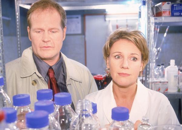 Bild 1 von 8: Schwanger! Nikola (Mariele Millowitsch) und Erik (Guntbert Warns) überlegen, wie sie mit der Situation umgehen sollen...