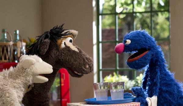 Bild 1 von 4: Wolle, Pferd und Grobi beratschlagen, was sie gegen das Monster unternehmen sollen.