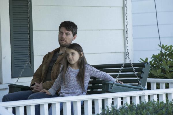 Bild 1 von 5: Kyle (Patrick Fugit) freut sich, seine Tochter Amber (Madeleine McGraw) wieder bei sich zu haben.