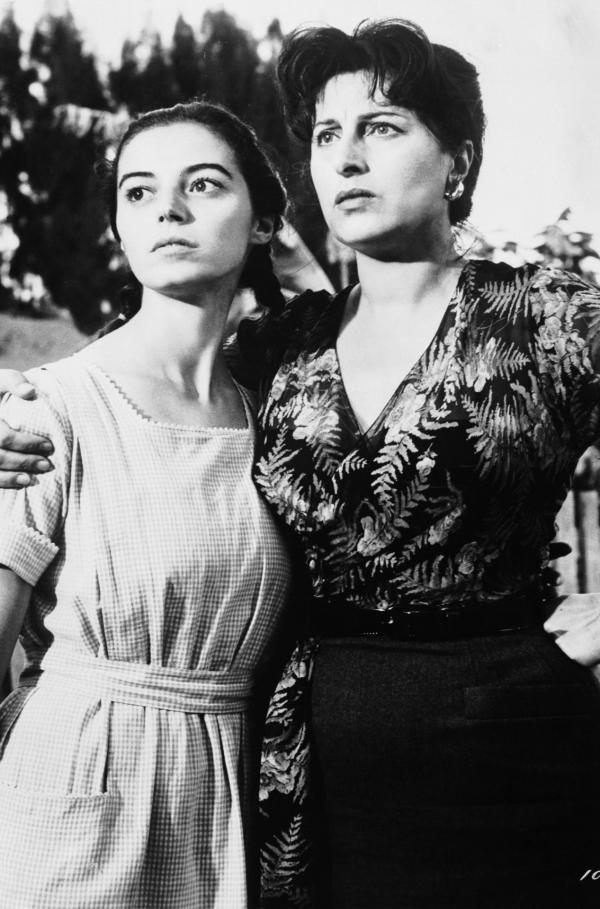 Bild 1 von 4: In einem kleinen italienischen Einwandererdorf in Louisiana lebt die aus Sizilien stammende Serafina Delle Rose (Anna Magnani, re.) mit ihrer 15-jährigen Tochter Rosa (Marisa Pawan, li.).