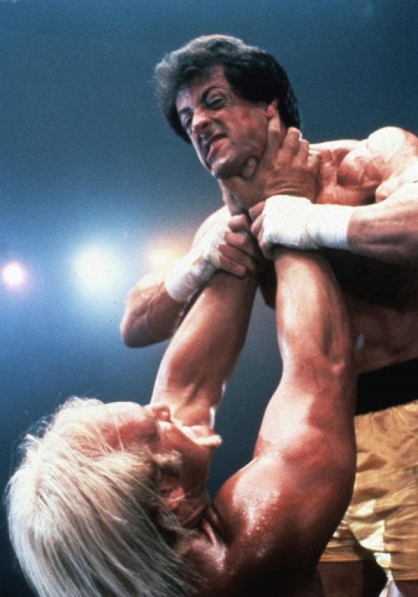 Bild 1 von 9: Bei einer Wohltätigkeitsveranstaltung kämpft Rocky (Sylvester Stallone, o.) gegen den Wrestler Thunderlips (Hulk Hogan).