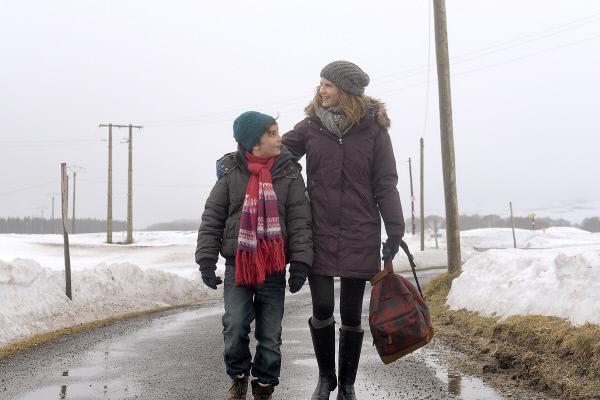 Bild 1 von 8: Annette (Alice Taglioni) und ihr Sohn Antoine (Christian Buillette) wagen einen Neuanfang auf dem Land zusammen mit einem Mann, den Annette über eine Heiratsanzeige kennengelernt hat.