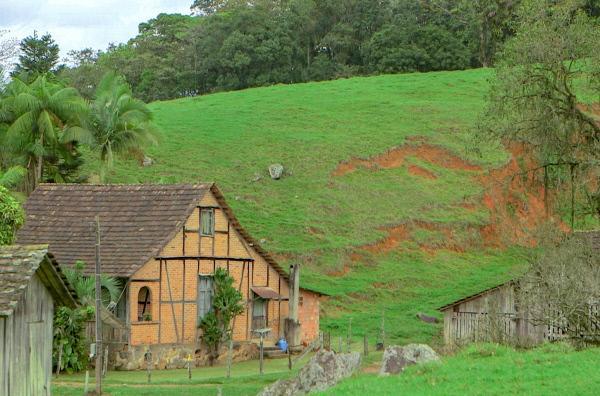 Bild 1 von 3: Im 19. Jahrhundert folgten deutsche Siedler dem Appell des jungen brasilianischen Staates und ließen sich hier nieder.