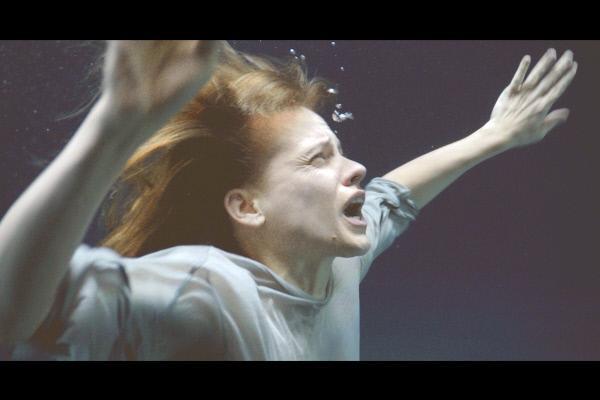 Bild 1 von 5: Die junge Logopädin Lisa (Veerle Baetens) wird von schlimmen Albträumen geplagt.