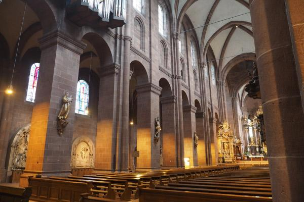 Bild 1 von 14: Wie durch ein Wunder hat der Wormser Dom die Jahrhunderte ohne massive Bauschäden überstanden.