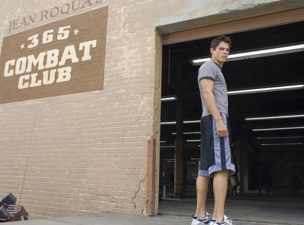 Bild 1 von 7: Jake (Sean Faris) will sich im Combat Club von Jean Roqua zum 'Free Fighter' ausbilden lassen..