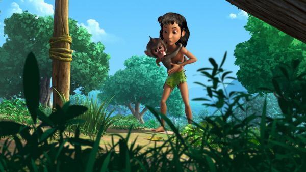 Bild 1 von 4: Der kleine Affe Moky ist Moglis größter Fan. Er möchte gern so werden wie Mogli und ahmt ihn in allem nach.